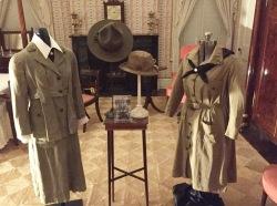Los primeros uniformes de Gordon Low, en su casa de Savannah