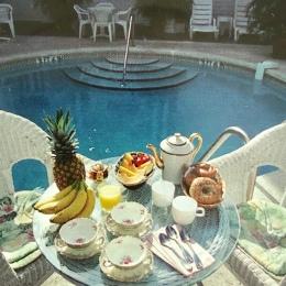 Desayuno en la piscina, foto cortesía del hotel