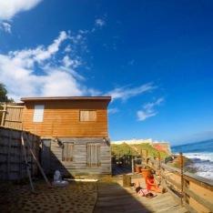 el Beach House de The Gallery Inn, en La Perla